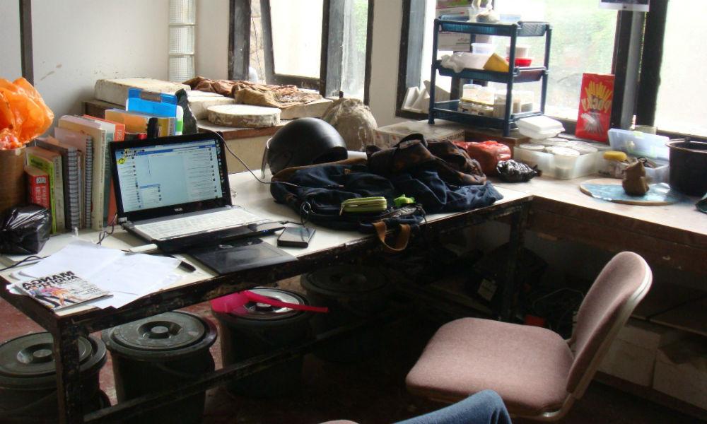 ruangan berantakan